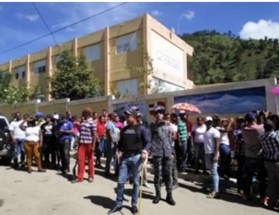 Protestan en Constanza para que el Ministerio de Educación nombre maestros en una escuela