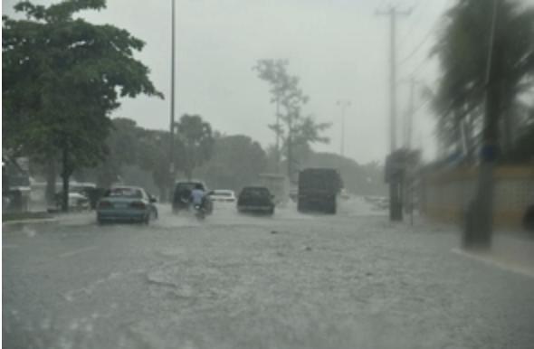 Lluvias provocan inundaciones en el Malecón de Santo Domingo