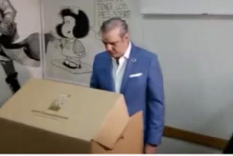 """Abinader vota y asegura que RD """"inicia el cambio hoy»"""