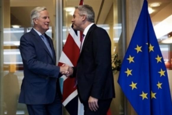 Negociadores del Brexit mantienen diálogos de última hora