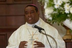 Monseñor dice femenicidios son retroceso del pais