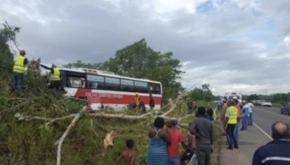 Al menos 15 heridos en accidente de autobús en Santo Domingo Este
