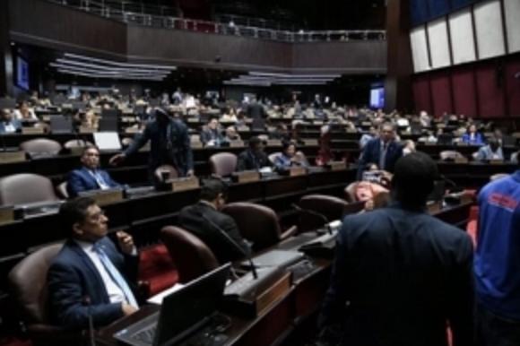 Diputados fallan en conocer préstamo para Ciudad Colonial