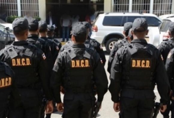 Exagentes DNCD acusados de poner droga en barbería salen de prisión por garantía económica de RD$40 mil