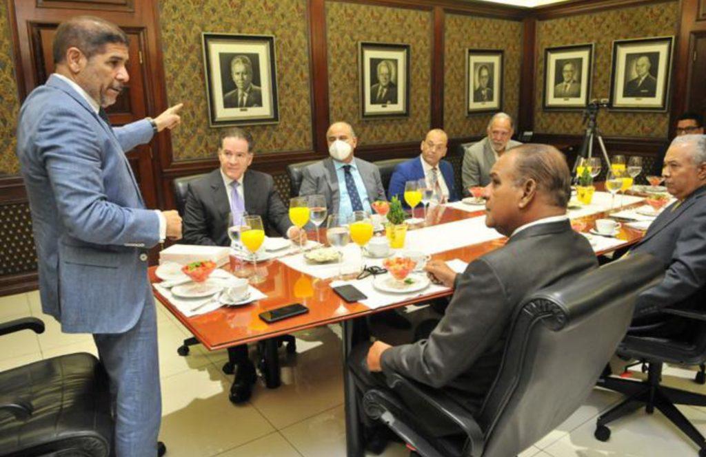 Ministro Agricultura: Estamos bajando los precios de la comida