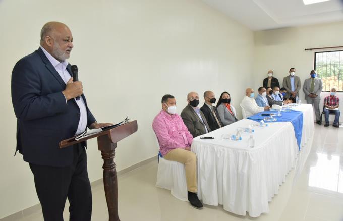 Ministerio de Educación usará fondos de descentralización para suplir de internet a las escuelas