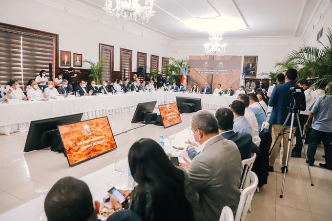 Gobierno aporta fondos para construir obras en Santiago
