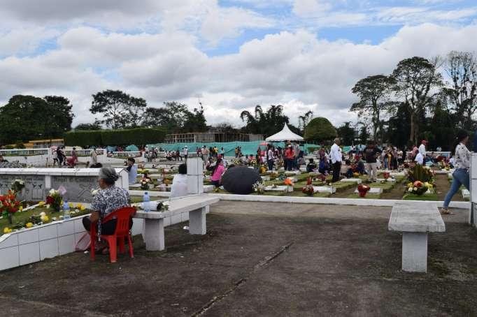 Cementerios de la Capital preparados para recibir hoy a deudos de fallecidos