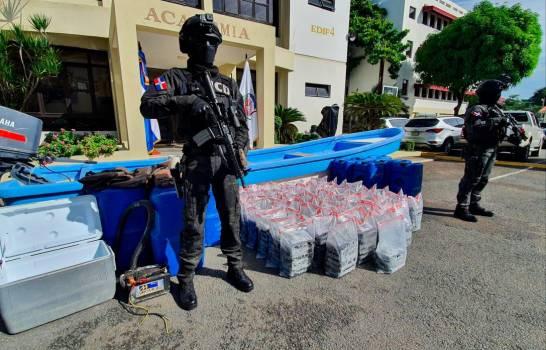 Autoridades ocupan 362 paquetes de droga y apresan dos colombianos en Baní