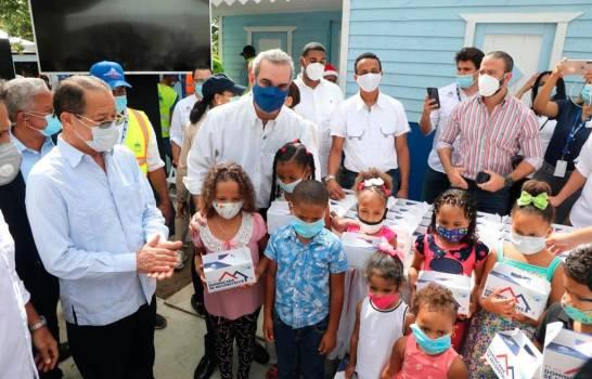 Abinader promete ampliar centro regional de la UASD en SFM y asigna fondo para hospital