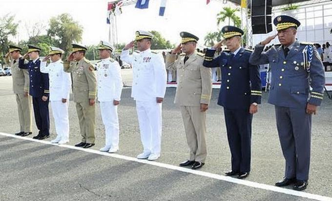 De un plumazo se van 38 generales y 32 coroneles
