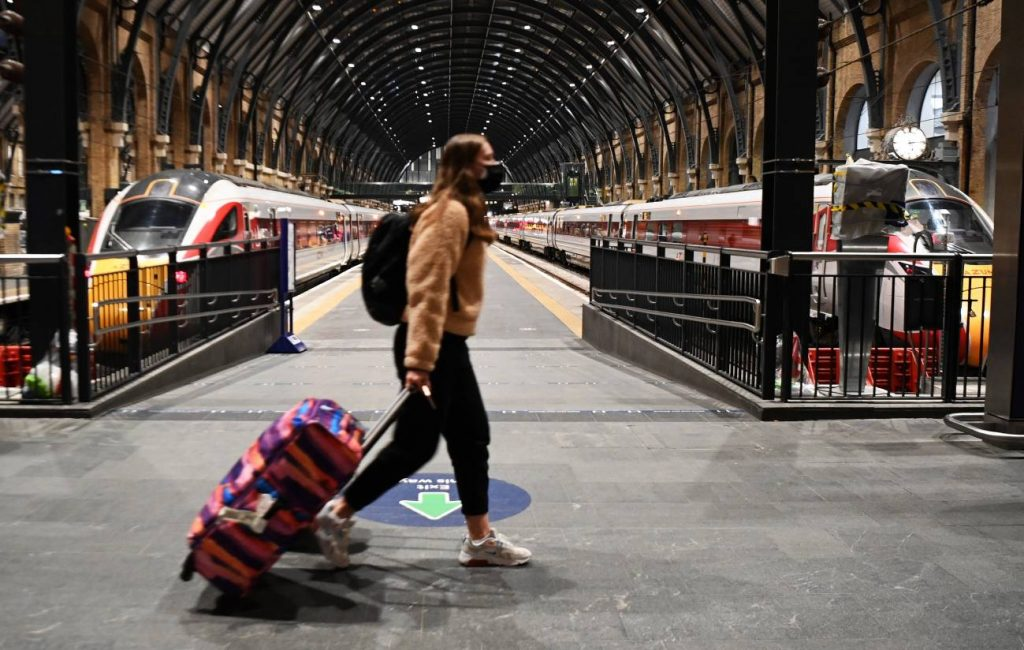Así vive Londres sus primeras horas con medidas drásticas por nueva cepa de COVID