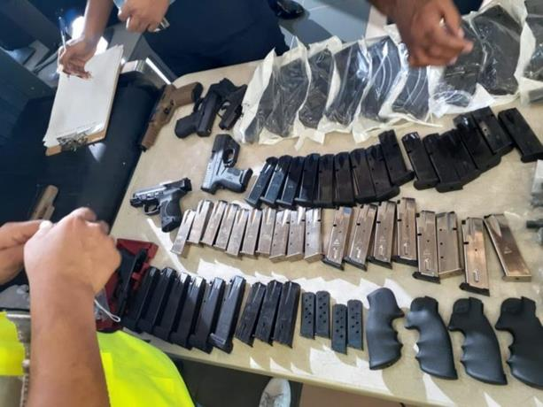 Prisión preventiva a piloto que le decomisaron múltiples armas