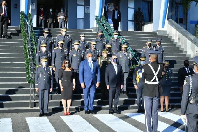 Abinader promete convertir la Policía Nacional en una de las más completas de la región
