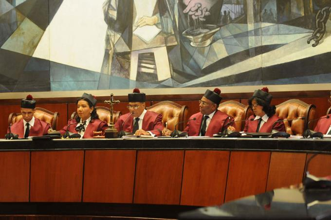 Sistema de votación retrasa fallos en el Constitucional