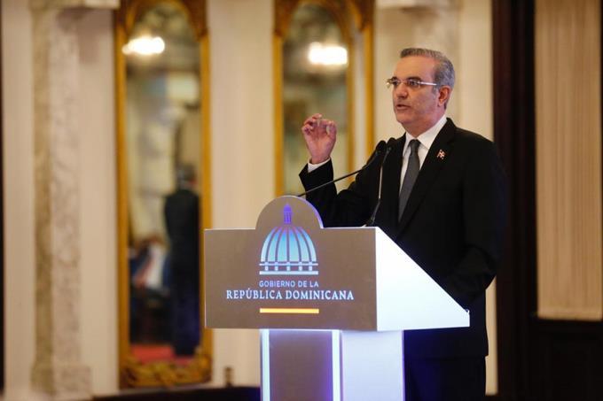 Abinader crea comisión de juristas para trabajar marco normativo de protección a los derechos ciudadanos