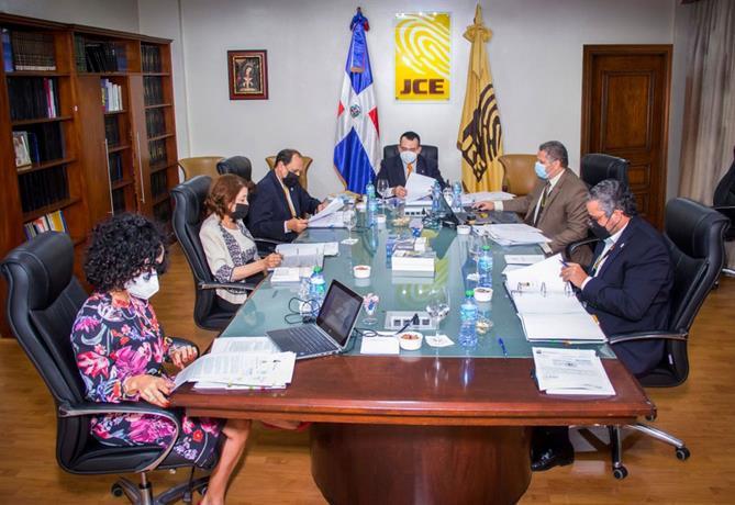 Miembro JCE emite voto disidente, Leonel y PRSC rechazan la resolución