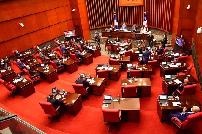 Senado aprueba compra adicional de vacunas contra Covid-19