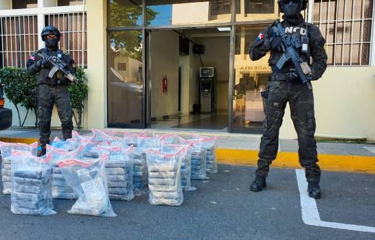 Autoridades ocupan 103 paquetes de droga en Pedernales