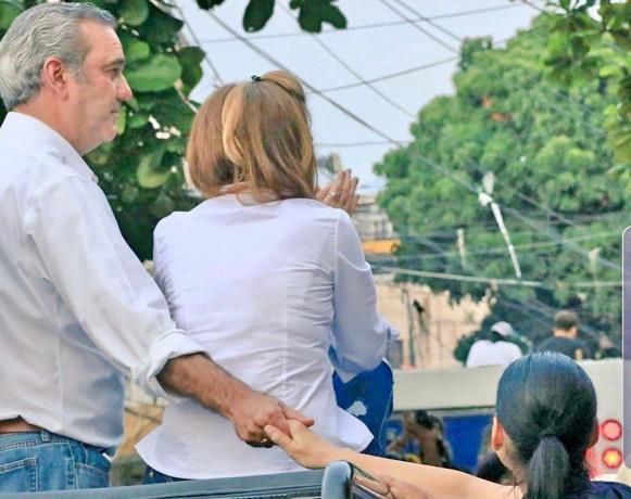 Abinader a Raquel: «Nunca te soltaré la mano»