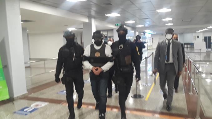 Argenis Contreras es deportado a RD y lo interrogan en la PGR