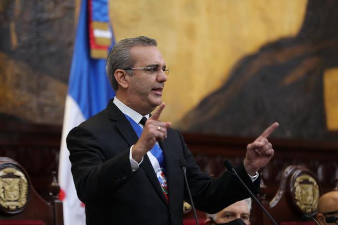Abinader dice que para que el país sea seguro hay que sacar las drogas de las calles