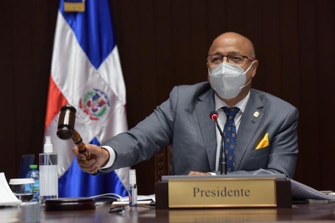 Alfredo Pacheco pide a funcionarios nombrar a perremeístas en el Gobierno