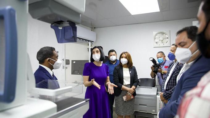 Hospital recibe equipos para optimizar los servicios a pacientes con cáncer